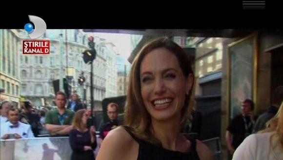 Angelina Joile, PRIMA APARITIE PUBLICA de dupa operatie de inlaturare a sanilor VIDEO