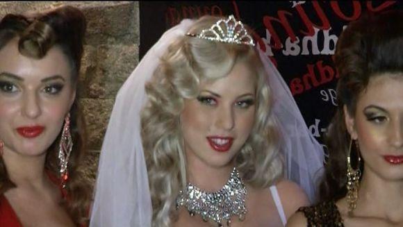 Roxana Nemes, in rochie de mireasa pentru Radu Groza VIDEO