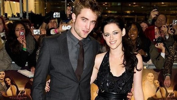 S-AU IMPACAT! Robert Pattinson si-a iertat iubita infidela
