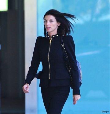 Sotia regizorului cu care s-a iubit Kristen Stewart intenteaza divort