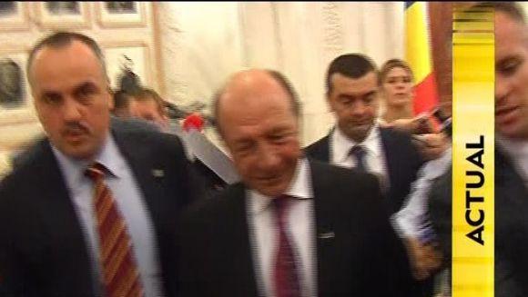 STIREA ZILEI: Presedintele Traian Basescu poate fi suspendat doar daca la vot se prezinta 50% plus unul dintre alegatori VIDEO