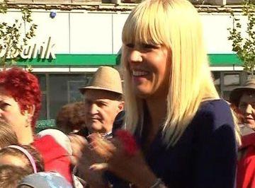 Elena Udrea, mai in forma ca niciodata! Politicianul a stralucit la festivalul castanelor de la Baia-Mare