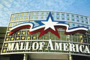 Cum arata cel mai aglomerat mall din SUA. Oamenii se cazeaza la hotel pentru a avea timp sa-l viziteze!