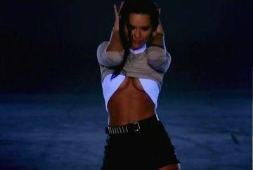 INNA, mai sexy si mai provocatoare ca niciodata! Artista si-a aratat bustul in noul videoclip