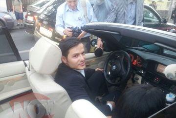 Varciu a venit singur la biserica, la nunta lui Pepe, dar a plecat insotit! Uite cine este bruneta care s-a urcat la el in masina!