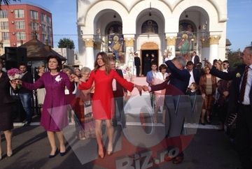 Imagini inedite cu Simona Halep la nunta fratelui ei! Tenismena joaca hora sexy rau, intr-o rochie rosie