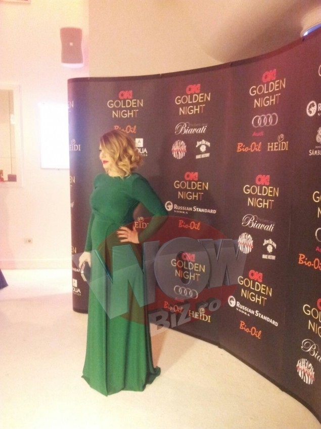 Bianca Ionita si-a etalat burtica de gravida intr-o rochita verde!