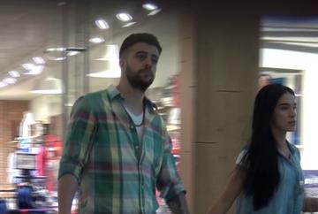 VIDEO EXCLUSIV   Cand iubirea este mare, Speak rezista cu rabdare! Adelina l-a plimbat pe Stefan prin toate magazinele din mall!