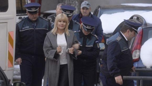 """Acesta e adevaratul cosmar al Elenei Udrea! Cine sunt """"degetoaicele"""" de la Penitenciarul Targsor si cum se deosebesc ele de lesbiene"""