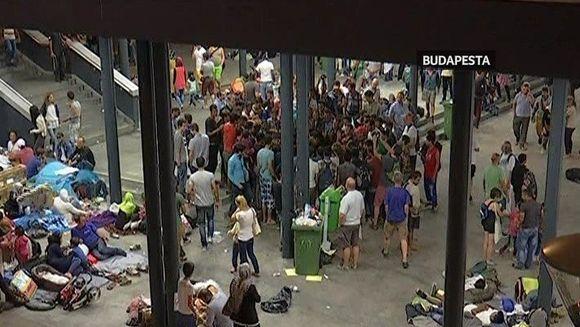 Sute de imigranti au dormit sub cerul liber al Budapestei sau prin galeriile de la metrou asteptand sa poata pleca spre Germania