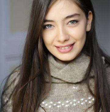 """Neslihan Atagul, din serialul """"Dragoste infinita"""", de la Kanal D, printre cele mai premiate actrite din Turcia"""
