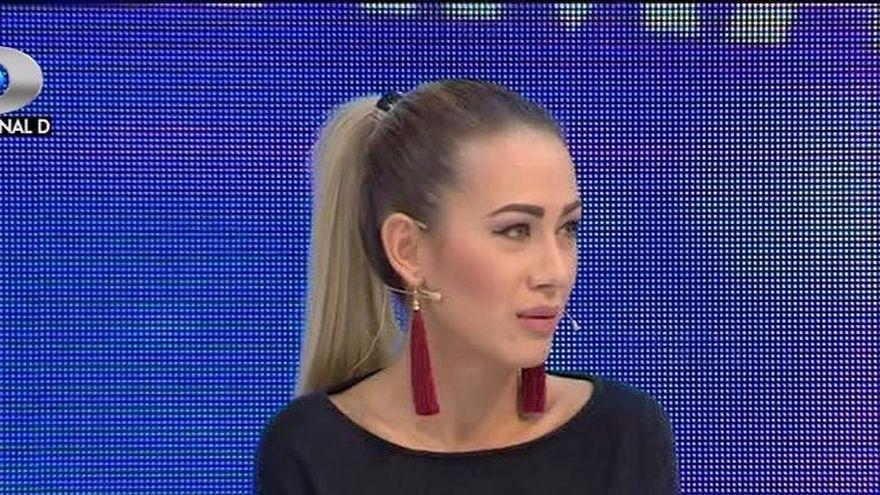 "Denisa, atacata de Laura in emisiunea ""Bravo, ai stil! Panorama"": ""Nici daca si-ar dori, nu are cum sa fie pitipoanca, nu e feminina deloc.  Nu are foarte multe cuvinte in vocabular..."""