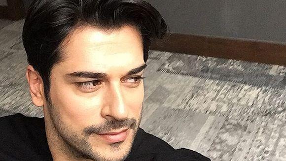 "Burak Özçivit e printre cei mai iubiti actori turci din intreaga lume, insa putini l-ar recunoaste daca l-ar vedea in primul sau rol! Uite cum arata ""Kemal"" din ""Dragoste infinita"" in urma cu 11 ani! Doamne ce schimbare!"