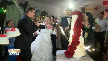 """Farsa de zile mari la """"Se striga darul!""""Andreea Mantea si Bursucu au """"ruinat"""" momentul cel mai important al nuntii! Cum au reactionat mirii dupa ce tortul lor s-a prabusit, aflati azi, de la 20.00, la Kanal D"""