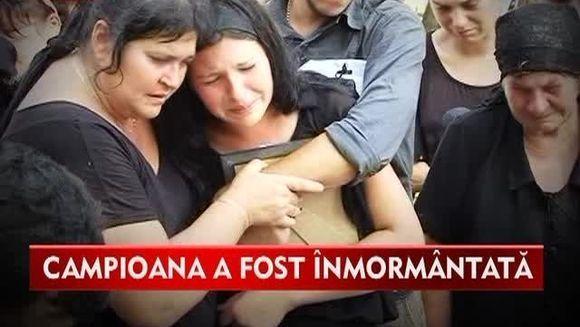 SFASIATI DE DURERE! Canotoarea Oana Albu a fost condusa pe ultimul drum de familie si prieteni
