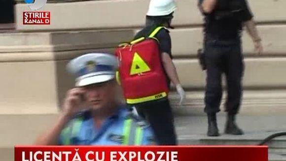 TEROARE la o universitate din Iasi! Un barbat a detonat o bomba intr-o sala de examen VIDEO