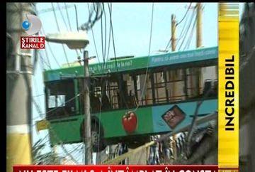 SCENE DE GROAZA la Constanta! Un autobuz, la un pas de a cadea de pe pod VIDEO