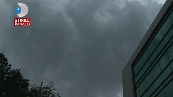 IMAGINI APOCALIPTICE! Furtuna a DEVASTAT tot ce prins in cale VIDEO