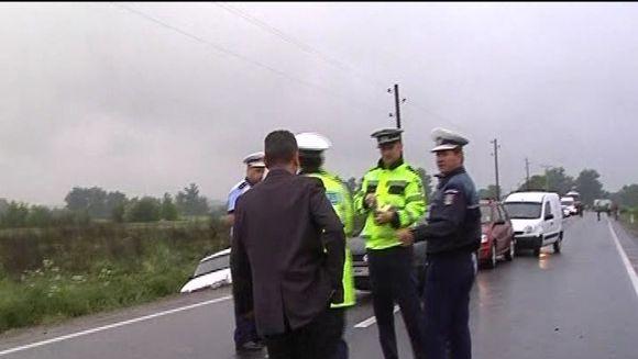 Trei masini implicate intr-un ACCIDENT devastator din cauza unui sofer mult prea grabit VIDEO