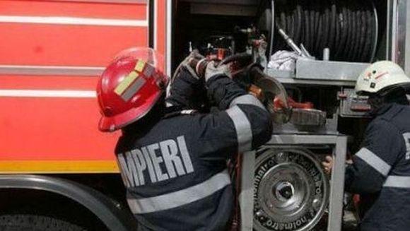 Un INCENDIU PUTERNIC a izbucnit in centrul vechi al Capitalei. Patru persoane au fost ranite