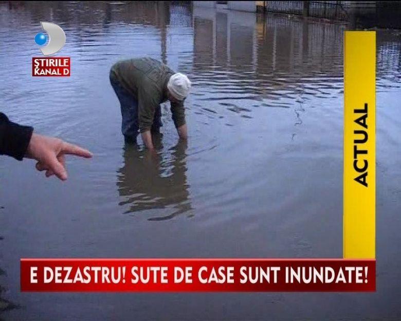 BLESTEMUL APELOR! Jalea si disperarea i-a cuprins pe locuitorii inundati VIDEO