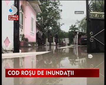 ALERTA! COD ROSU de inundatii pe Jiu si pe alte rauri din tara VIDEO