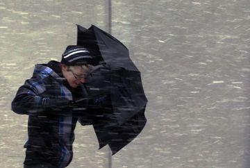 COD PORTOCALIU DE VANT. Afla ce judete vor fi afectate de furtuni si ninsori viscolite!