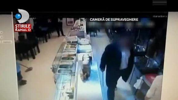 Ca in filmele cu MAFIOTI! Angajatii unei shaormerii din Constanta au fost ATACATI cu cutite VIDEO SOCANT