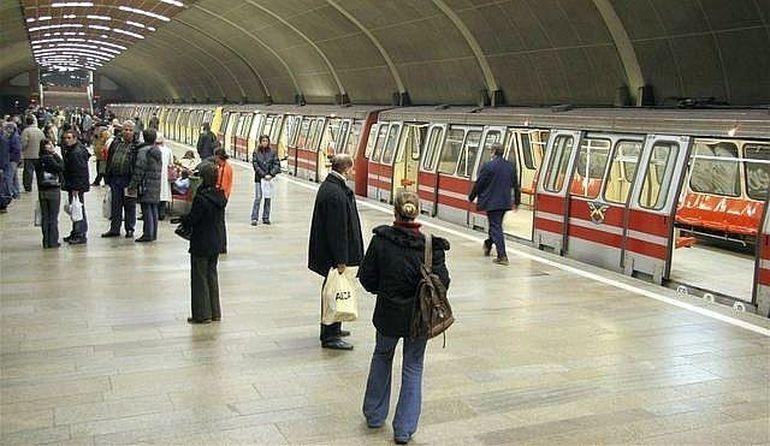 PANICA la metroul din Bucuresti! Un tren A LUAT FOC intre statiile Timpuri Noi si Piata Unirii