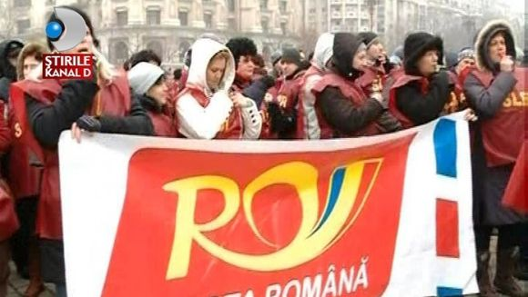 Angajatii Postei Romane protesteaza in Piata Constitutiei VIDEO