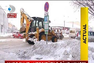 IARNA SIBERIANA. Autoritatile fac fata cu greu ninsorilor VIDEO