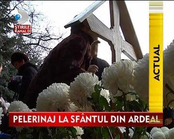 Mormantul parintelui Arsenie Boca atrage in continuare mii de pelerini VIDEO
