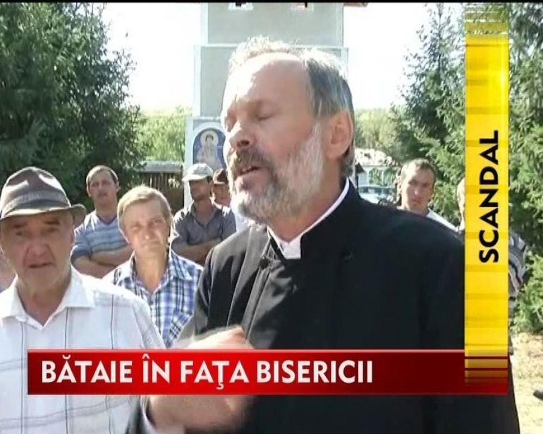 Scandal monstru la Bohotin. Preotul satului a fost acuzat ca isi pipaie enoriasele! VIDEO