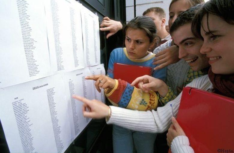 BACALAUREAT 2012, SESIUNEA DE TOAMNA. 100 000 de candidati s-au inscris la examenul maturitatii