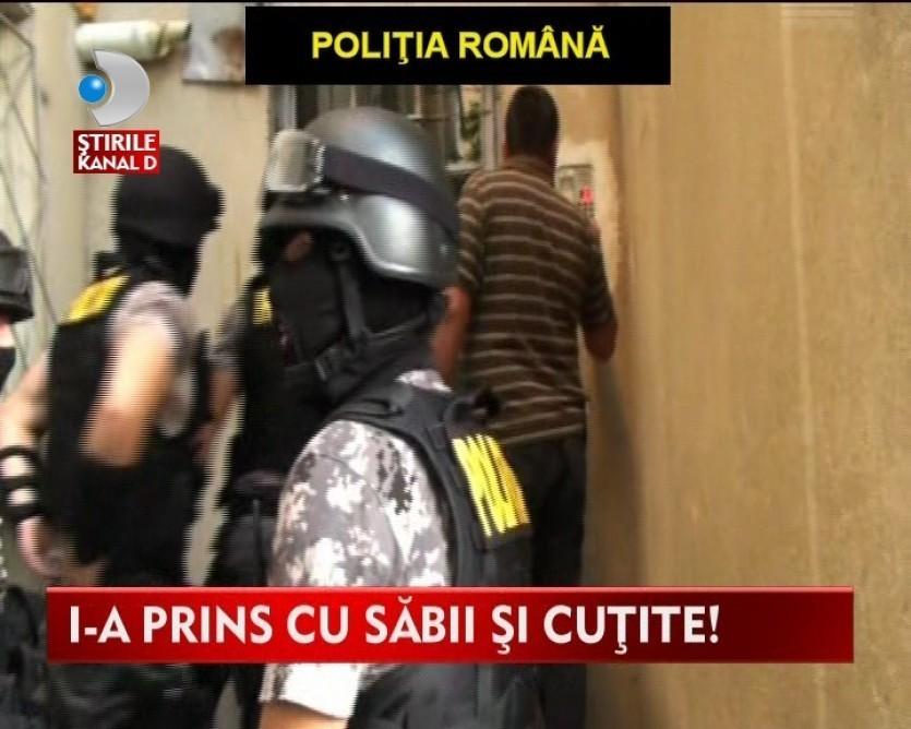 Descinderi ale politiei in Craiova. Mai multi tineri arestati pentru detinere de arme albe VIDEO