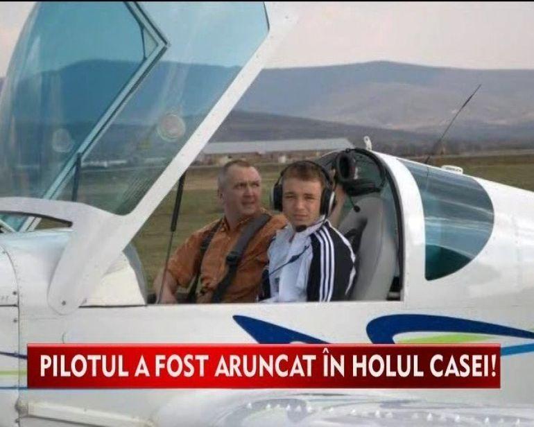 Un avion s-a prabusit pe o casa. Pilotul a fost aruncat in holul casei VIDEO