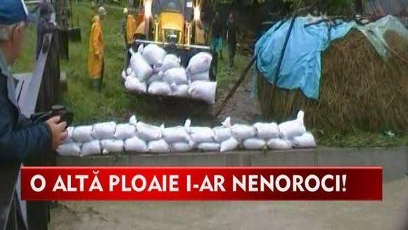Moldova, devastata de inundatii! Zeci de locuinte au fost inghitite de ape VIDEO
