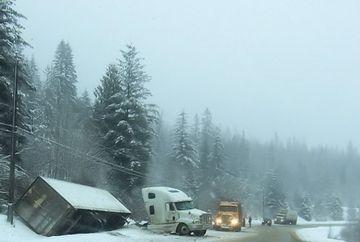 Ninge in Moldova. Traficul rutier blocat pe zece drumuri nationale