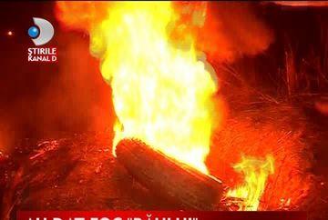 Traditii de Lasata Secului. In Sibiu localnicii se purifica prin foc VIDEO