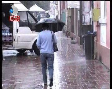 PROGNOZA METEO: Ninsori, ploi si rafale de vant. Afla cum va fi vremea in week-end!