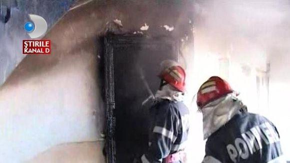 Locatarii unui bloc, la un pas sa arda de vii in apartamente VIDEO