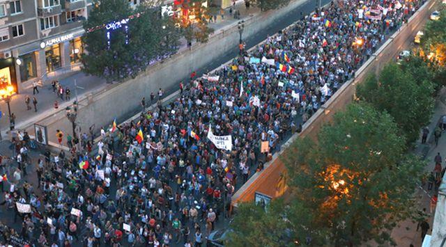 Peste 10.000 de oameni au protestat in Bucuresti impotriva proiectului Rosia Montana