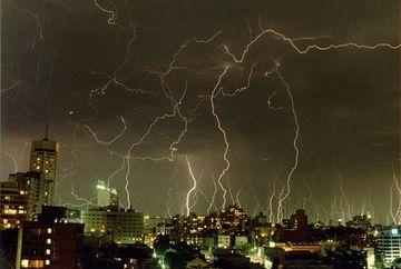AVERTIZARE METEO: Ploi pe arii extinse pana vineri