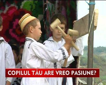 Zeci de copii au participat la concursul de batut toaca! Micutii au cantat dumnezeieste