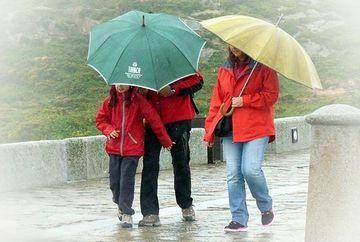 COD GALBEN de ploi, vant si ceata in Capitala si 20 de judete. Vezi harta zonelor afectate!