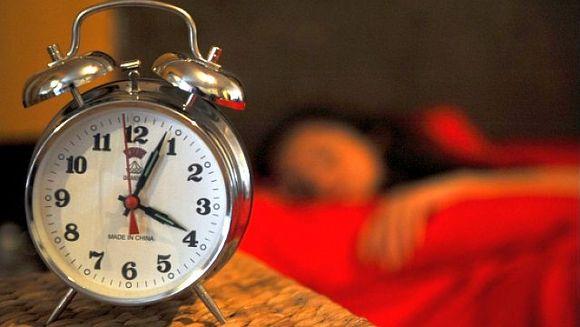 Vom dormi mai mult sambata noapte! Romania trece la ora de iarna. Vezi cum trebuie sa-ti potrivesti ceasul