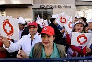 """Mii de persoane manifesteaza in Capitala, a fost adus un dric pentru """"moartea Sanatatii!"""""""