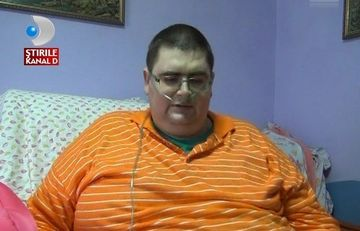 Cel mai gras barbat din Romania va fi operat! Tanarul cantareste 300 de kg