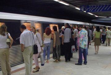 Circulatia la metrou, INGREUNATA dupa ce un tren s-a defectat si a ramas in statia Dristor