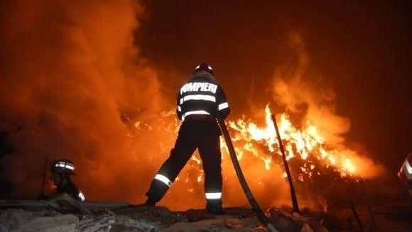 Incendiu in Bucuresti! O cladire de pe Splaiul Independentei a luat foc